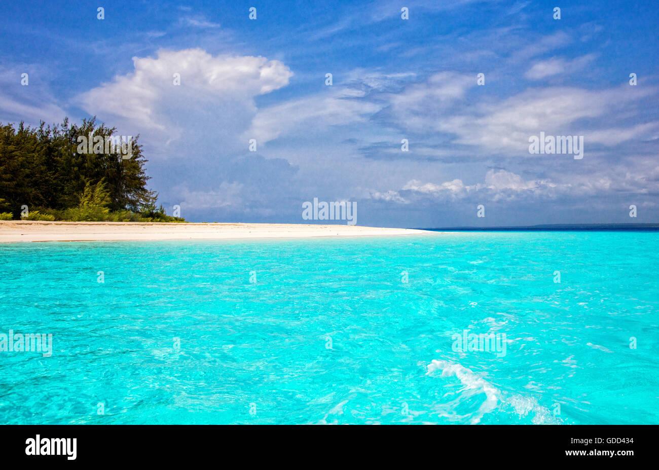 Türkisblaues Wasser off weißes Pulver Sand Strand auf Mnembe Island vor der Küste von Sansibar Ostafrika Stockbild