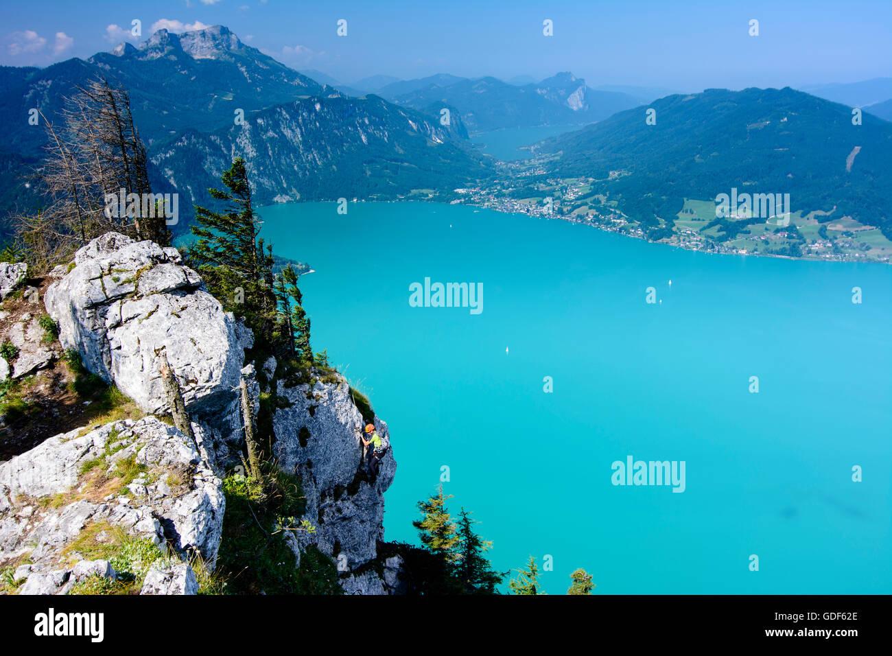 Klettersteig Mondsee : Steinbach am attersee bergsteiger auf mahdlgupf klettersteig