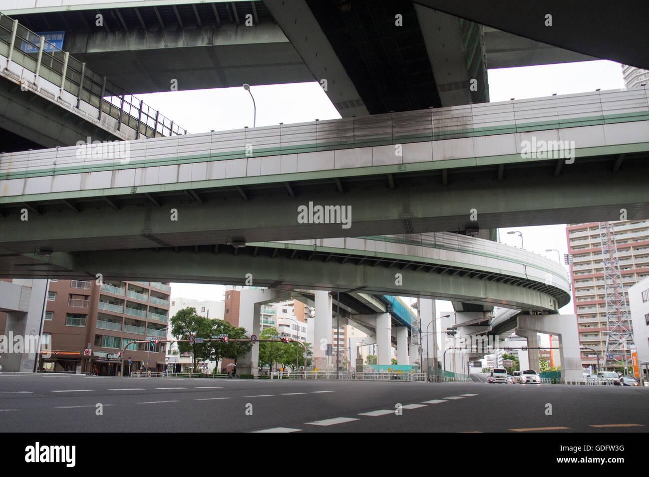 Erhöhten Abschnitte des Hanshin Expressway in der Innenstadt von Osaka. Stockfoto