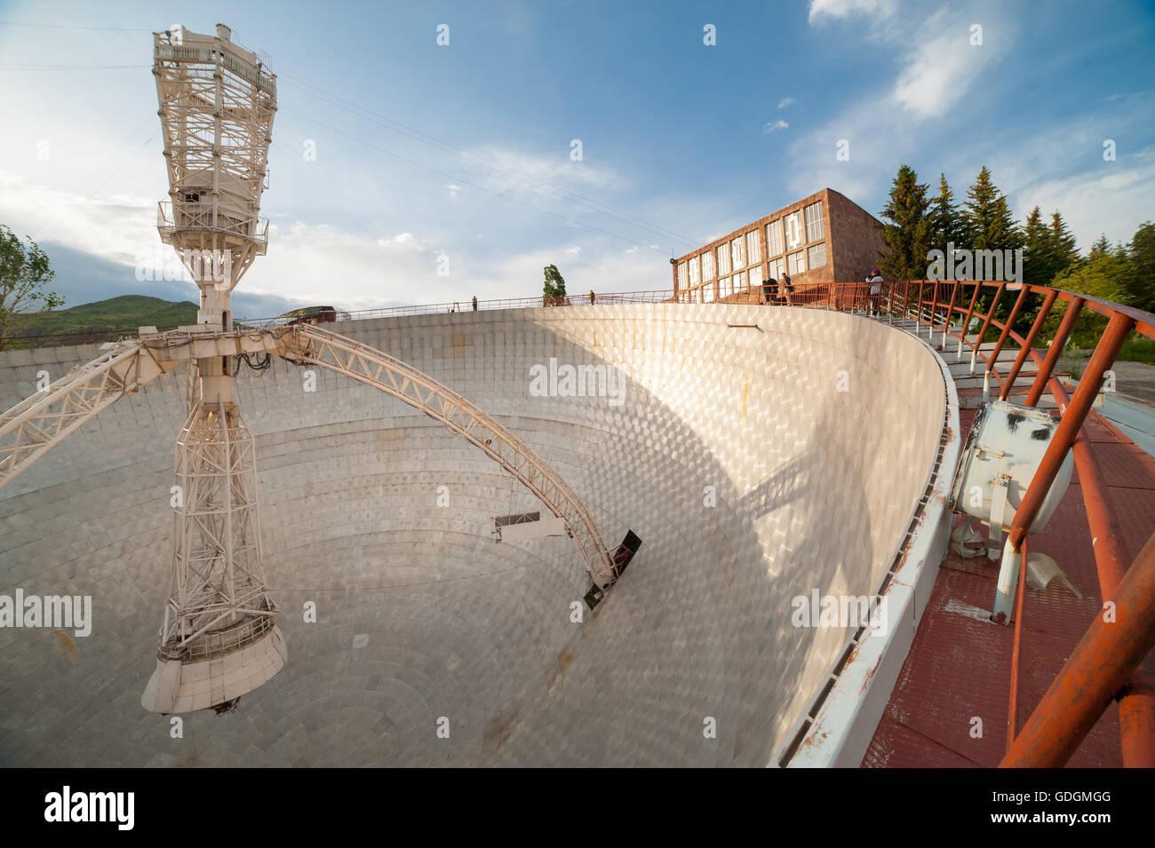 Alte Und Verlassene Russische Radioteleskop Armenien Stockfotografie Alamy