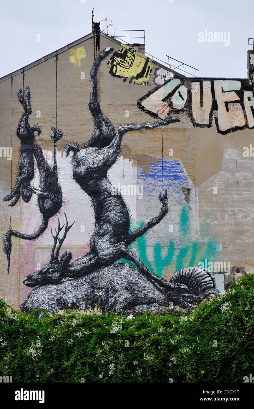 Graffiti Mit Toten Tieren Hängen An Der Seite Eines Gebäudes In