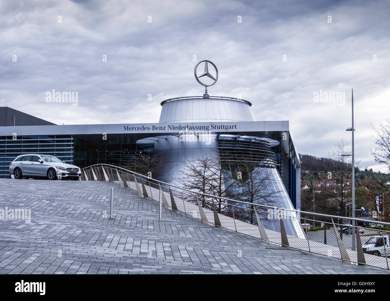 headquarters mercedes benz stuttgart stockfotos. Black Bedroom Furniture Sets. Home Design Ideas