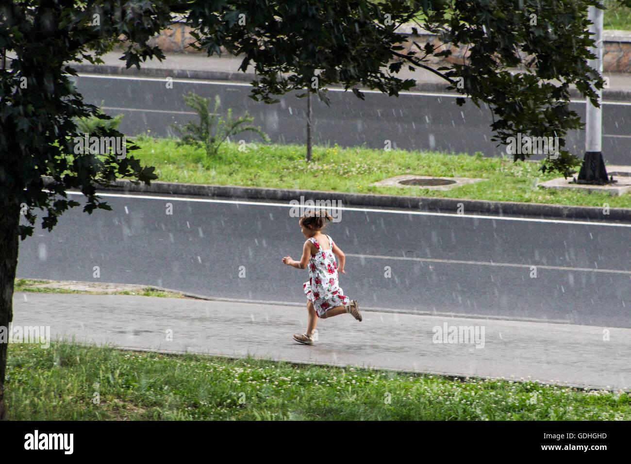 Girl Running Down Street Stockfotos & Girl Running Down Street ...