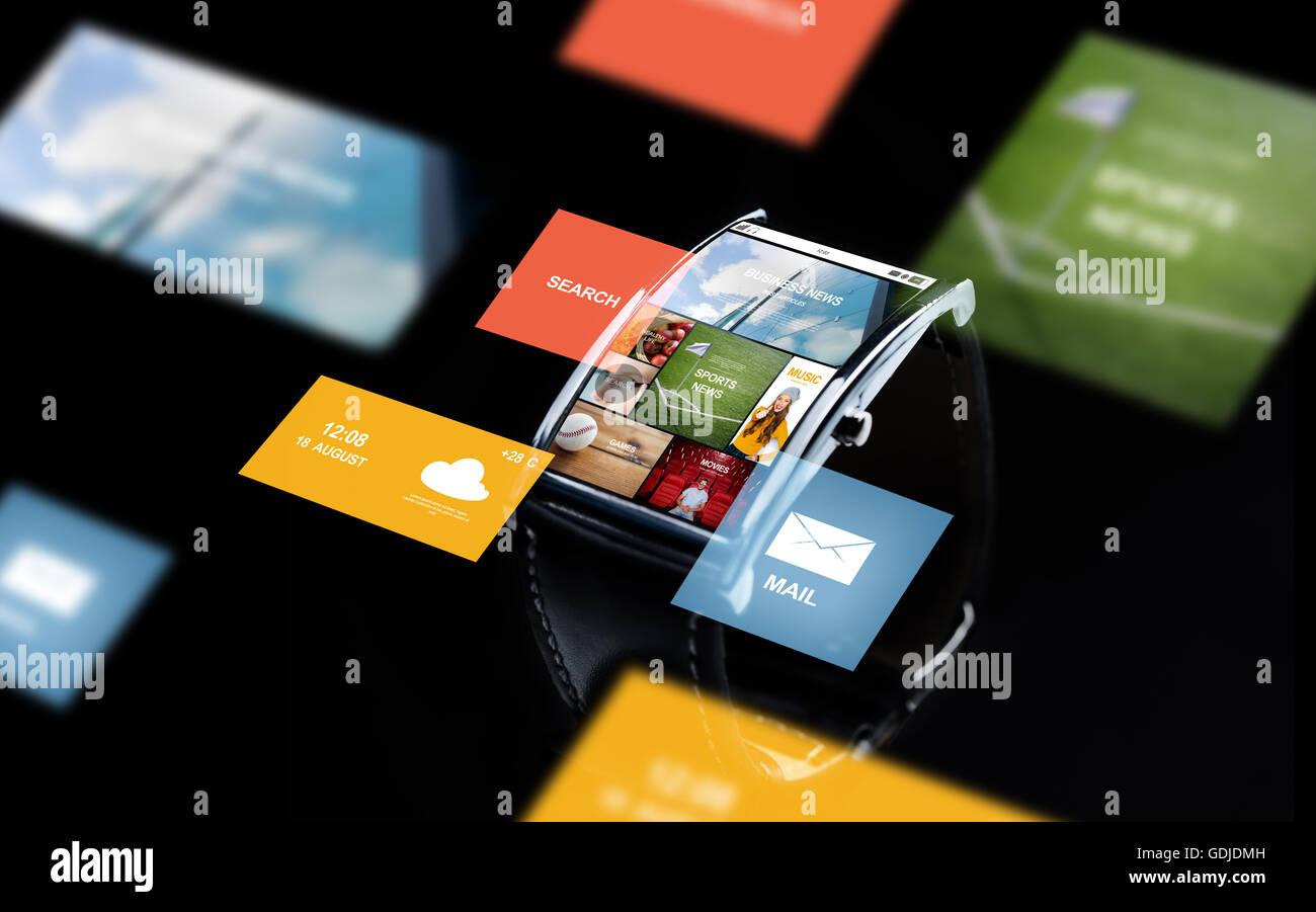 Nahaufnahme von Smartwatch mit Internet-news Stockfoto