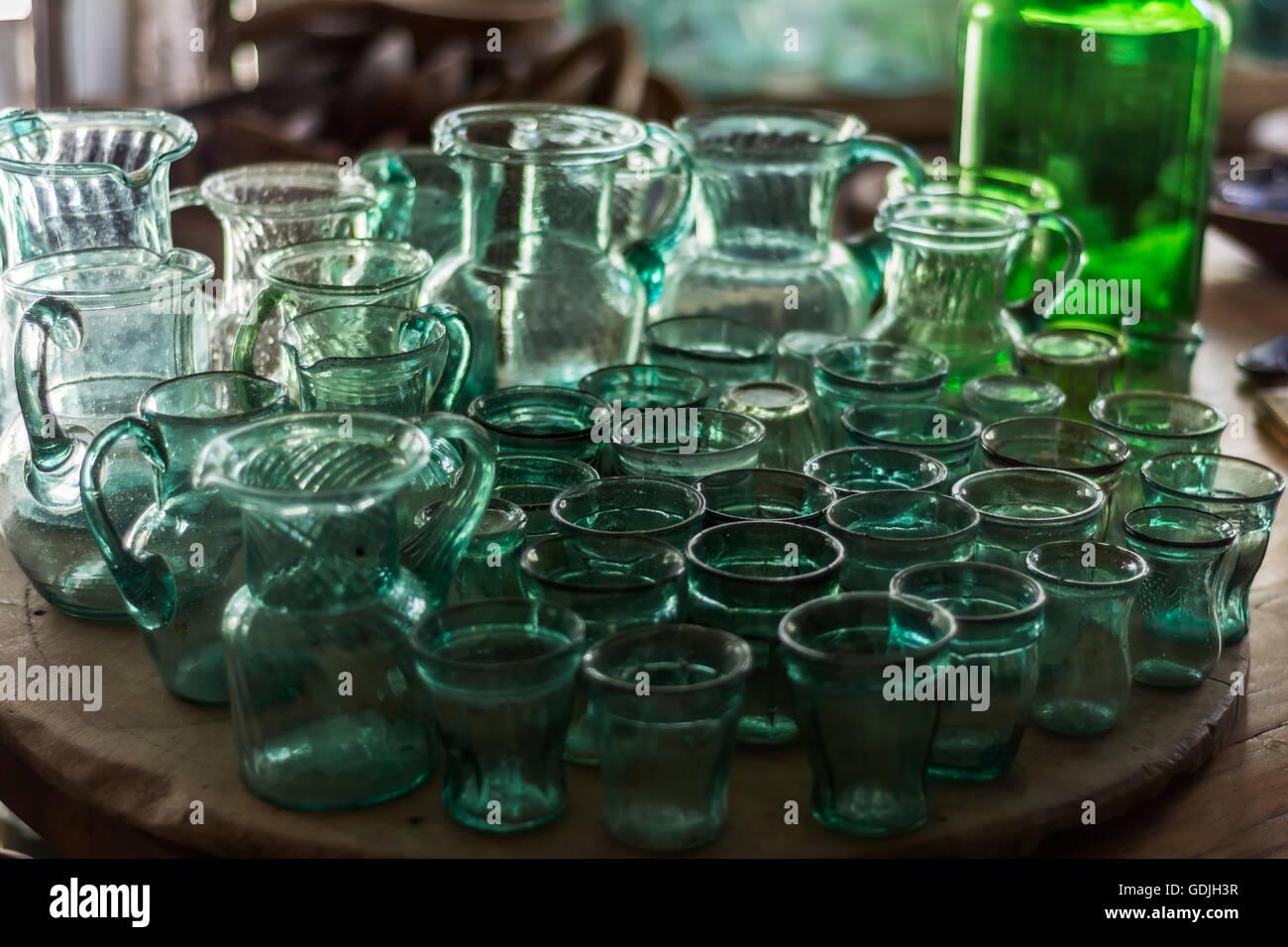 Vintage Glaswaren Gläser, Gläser, Flaschen Stockbild
