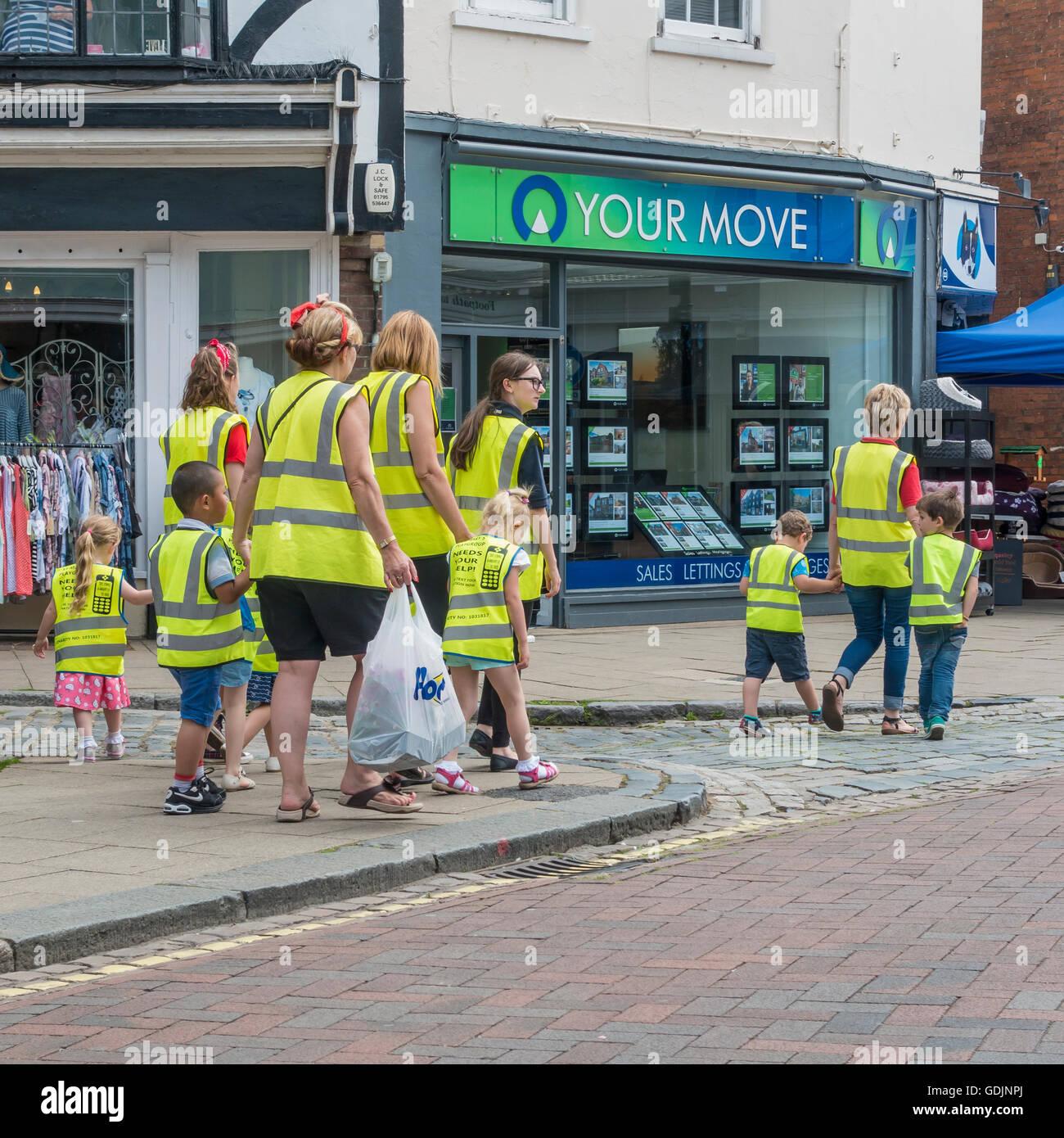 Kleinkinder-Spielgruppe Ausflug Lehrer Hallo Viz Westen Faversham Kent UK Stockbild