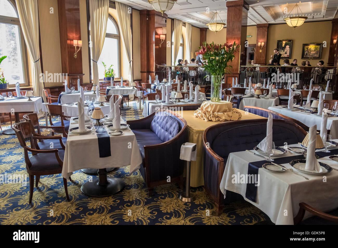 Elegantes Esszimmer Interieur des berühmten Gundel Restaurant, Stadtpark, Pest, Bezirk 14, Budapest, Ungarn Stockbild