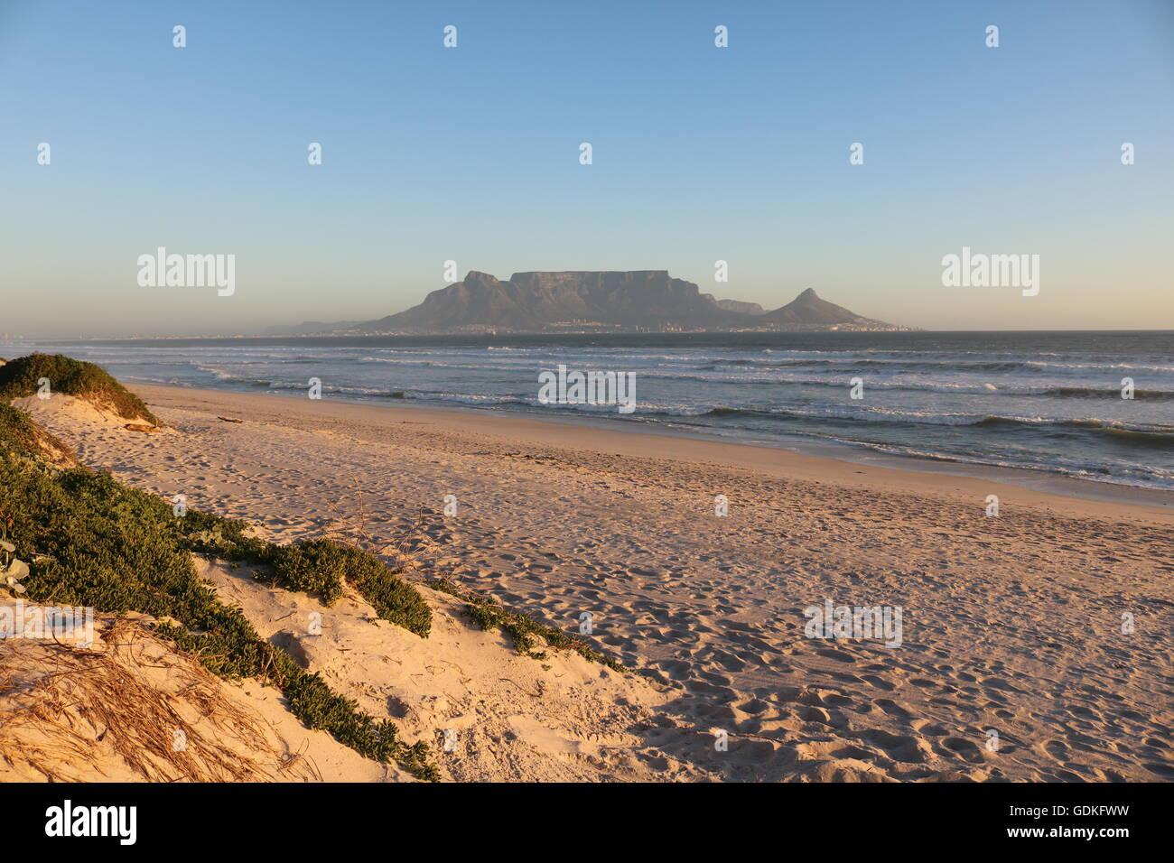 Sonnenuntergang über Tabelle-Berg-Cape Town-Südafrika Stockbild