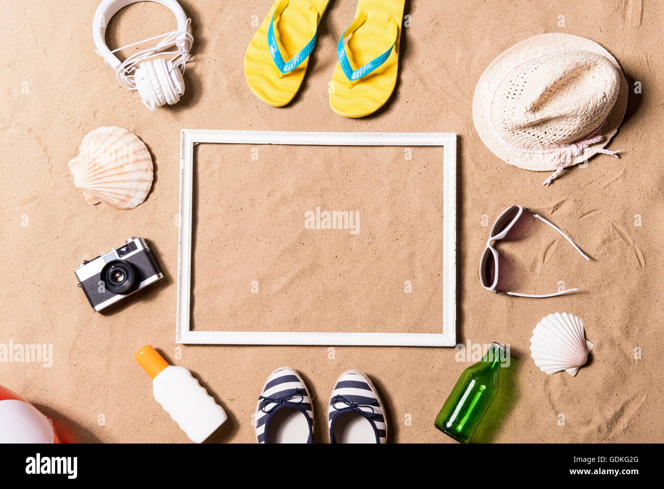 Sommer Urlaub Zusammensetzung. Bilderrahmen, Hut und Sonstiges ...