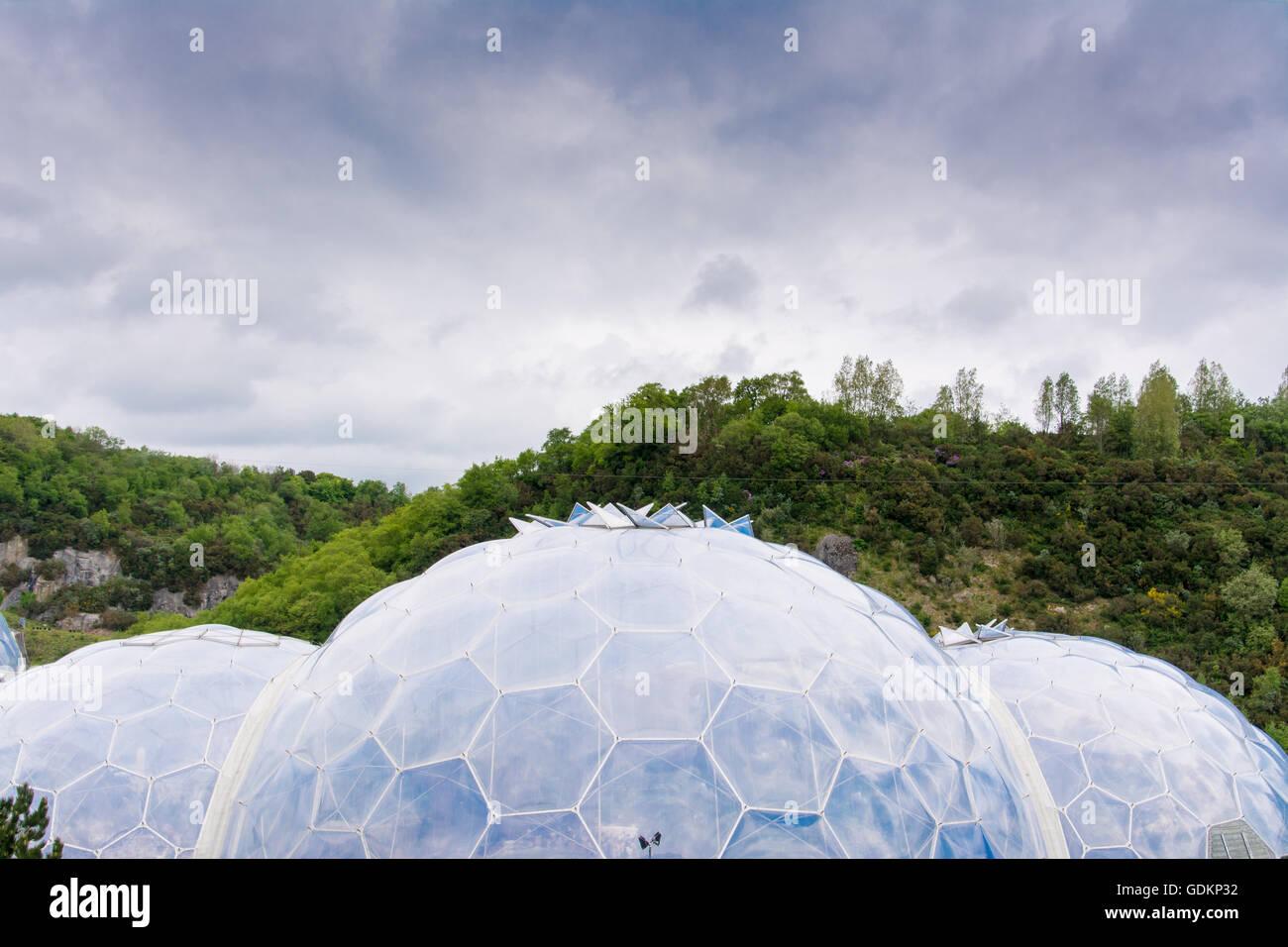 Die Biome im Eden Project in Cornwall, Großbritannien Stockbild