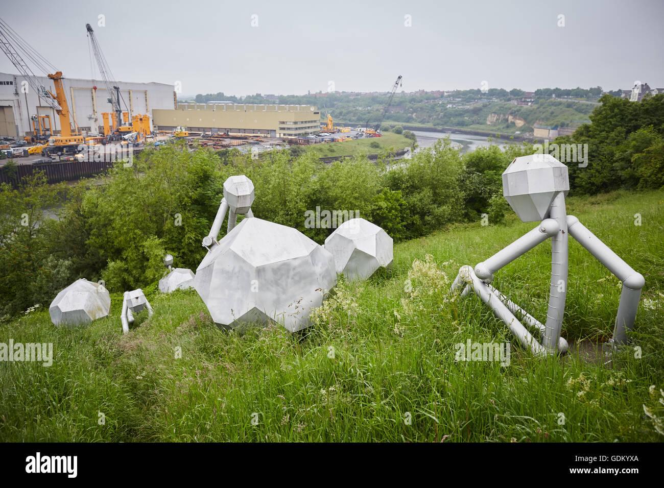 Moderner Skulptur in der Nähe von The Stadium of Light Sunderland England Installation ist 'Men of Steel' Stockbild