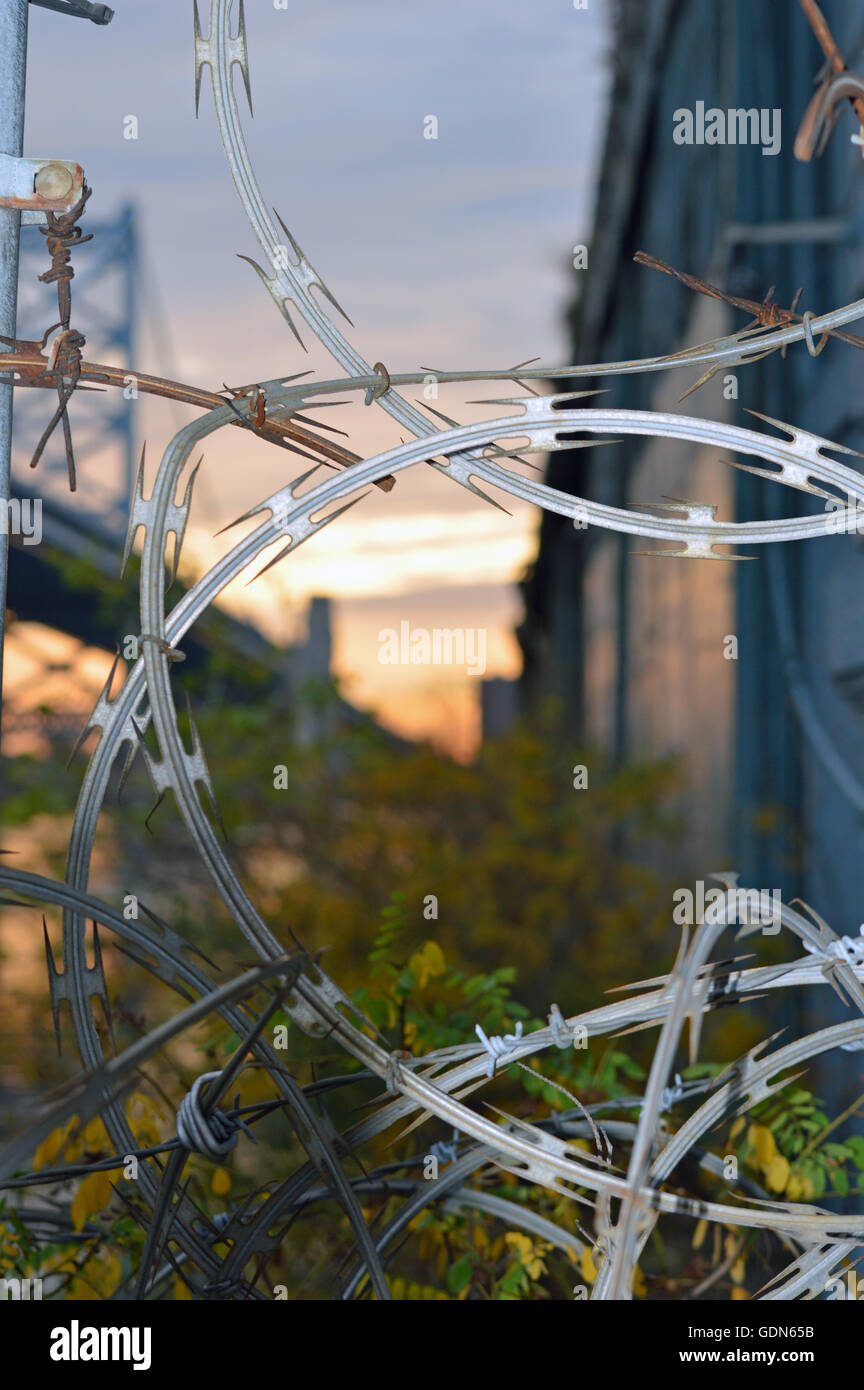 Concertina Razor Wire Stockfotos & Concertina Razor Wire Bilder - Alamy