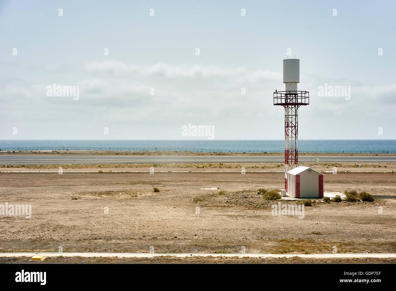 Coastal Flughafen Wachturm und Hütte, Lanzarote, Spanien Stockbild