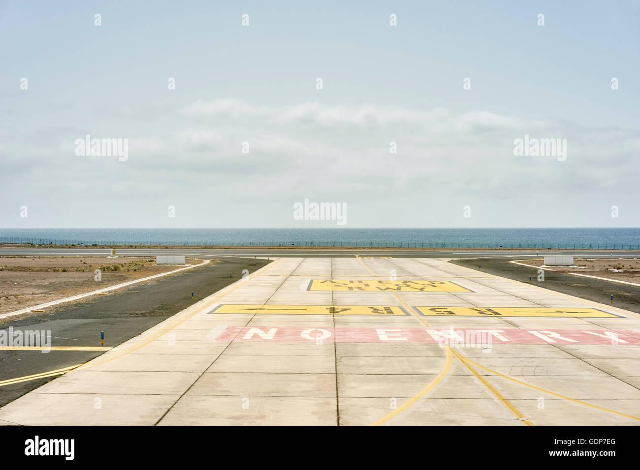 Kein Eintrag auf Asphalt an Küsten Airport, Lanzarote, Spanien Stockbild
