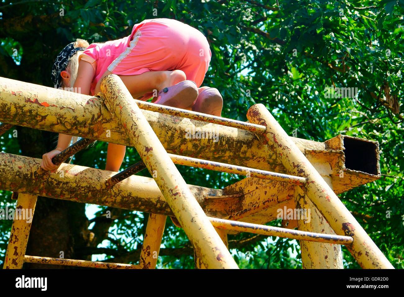 Klettergerüst Auf Englisch : Klettergerüst aus holz ziegler spielplätze