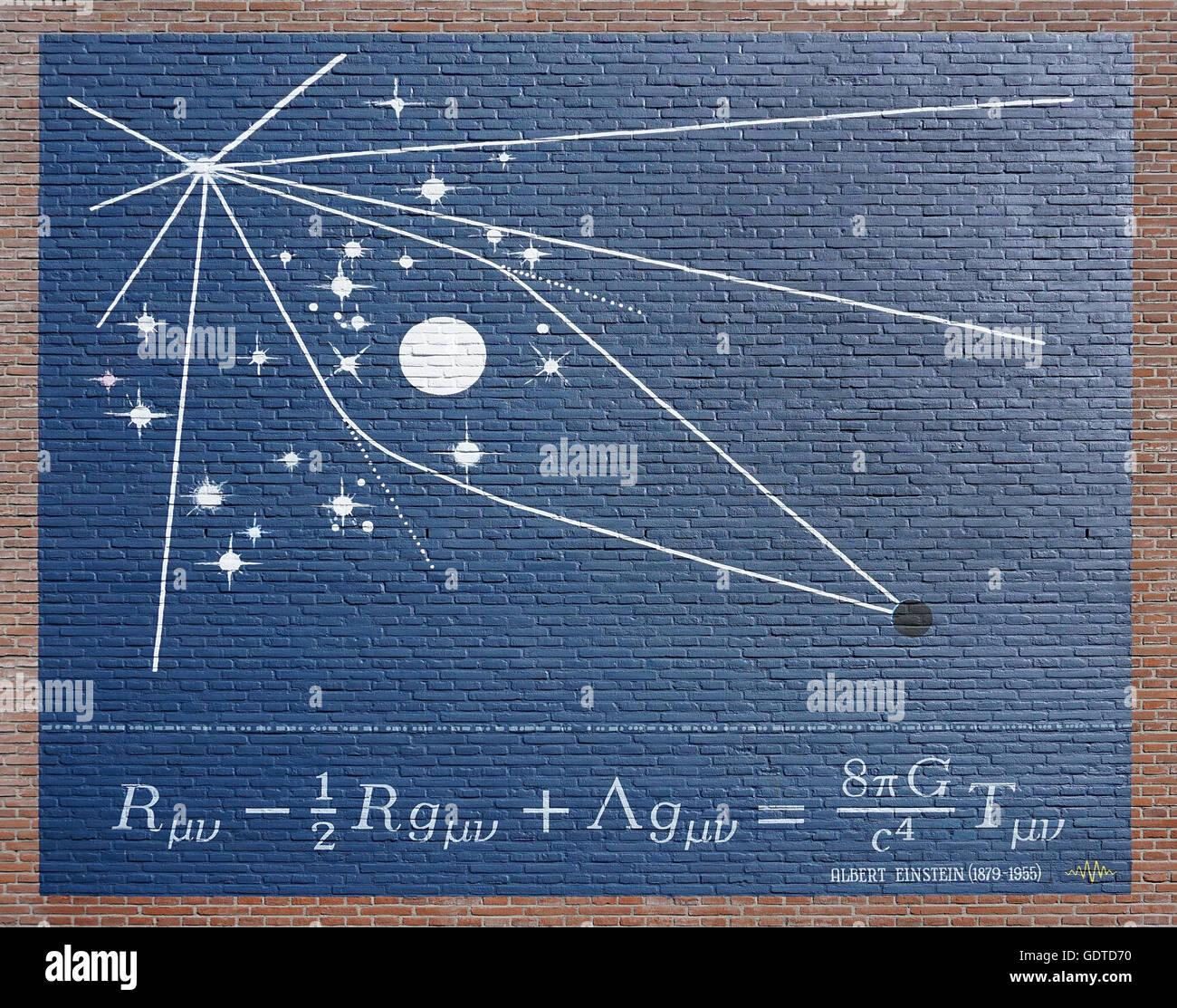 Albert Einstein 1879-1955 Formel E=mc2 an der Wand.Masse-Energie-Äquivalenz.Energie (E)= Masse (m) multipliziert mit der Geschwindigkeit von t (c = ~3×108 m/s) im Quadrat Stockfoto