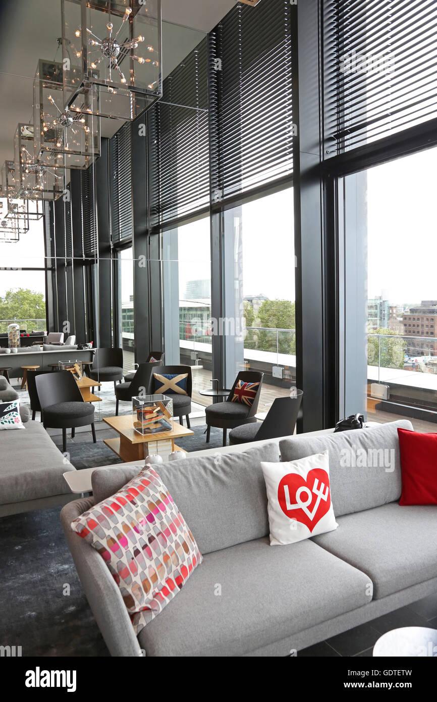 Modern Lounge With Sofas Stockfotos & Modern Lounge With Sofas ...