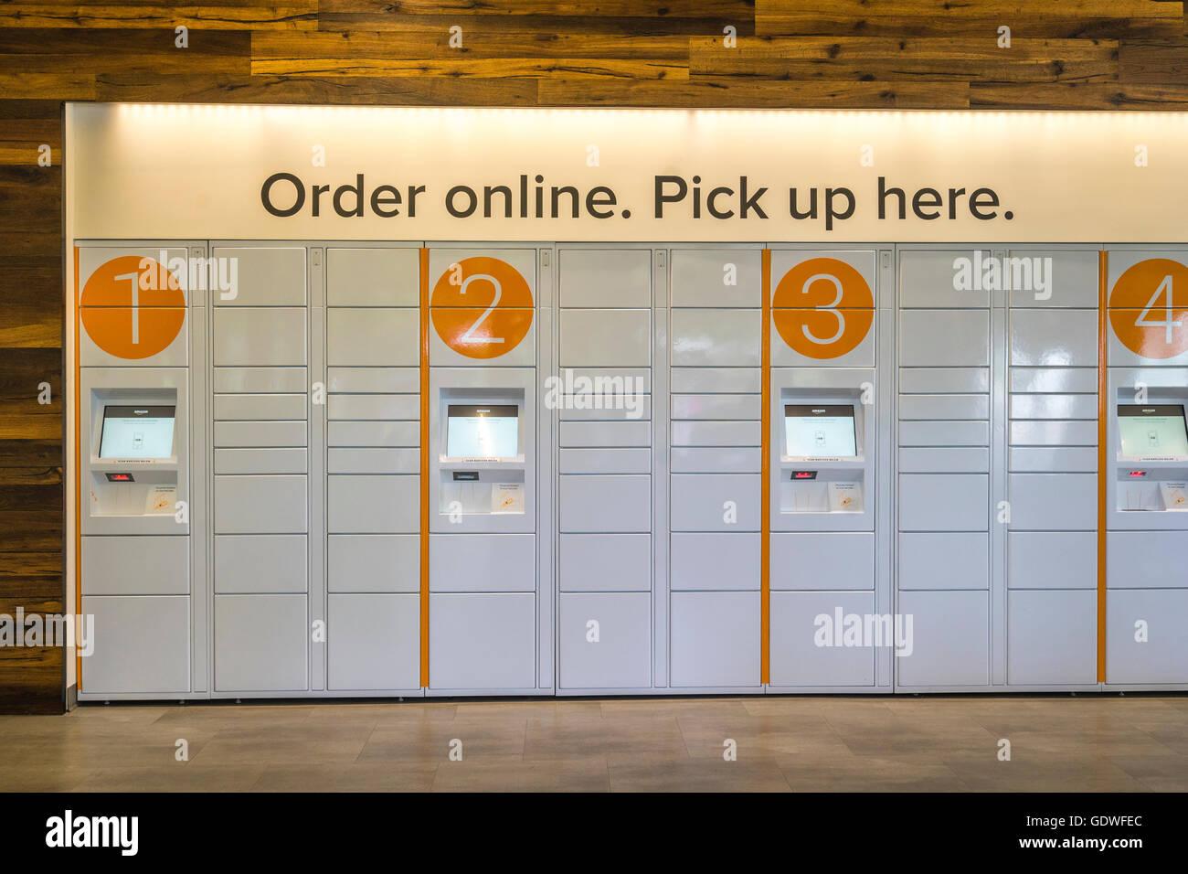 Amazon Schließfächer für die Abholung der Pakete online bestellt Stockbild