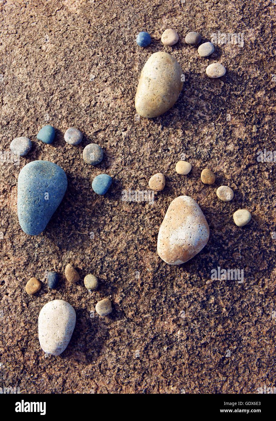 Erstaunliches Konzept aus Stein, Gruppe von Kiesel als Familie ...