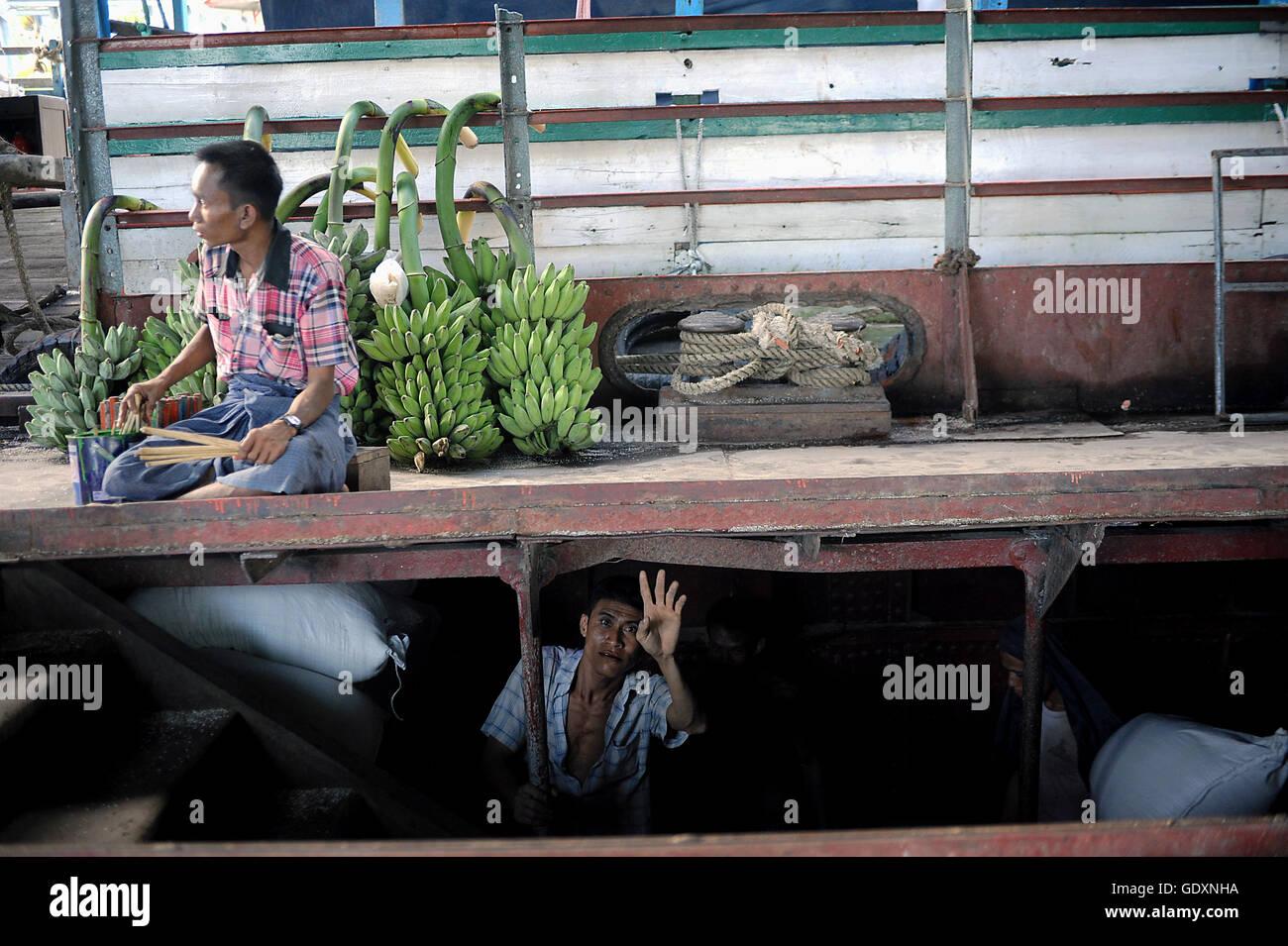Tagelöhner in Yangon Stockbild