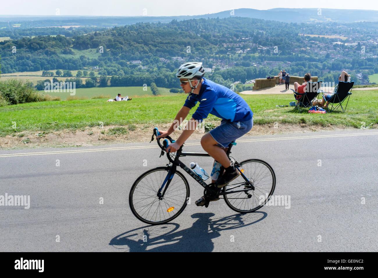 Radfahrer an der Oberseite der Box Hill, Surrey, Großbritannien Stockbild