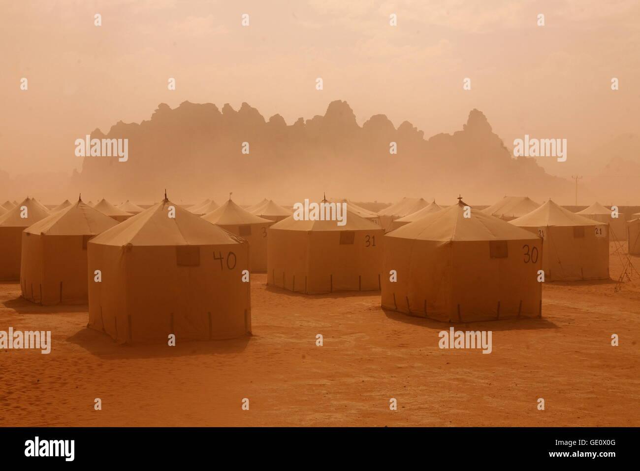 ein Sandsturm in der Landschaft der Wüste Wadi Rum in Jordanien im Nahen Osten. Stockbild
