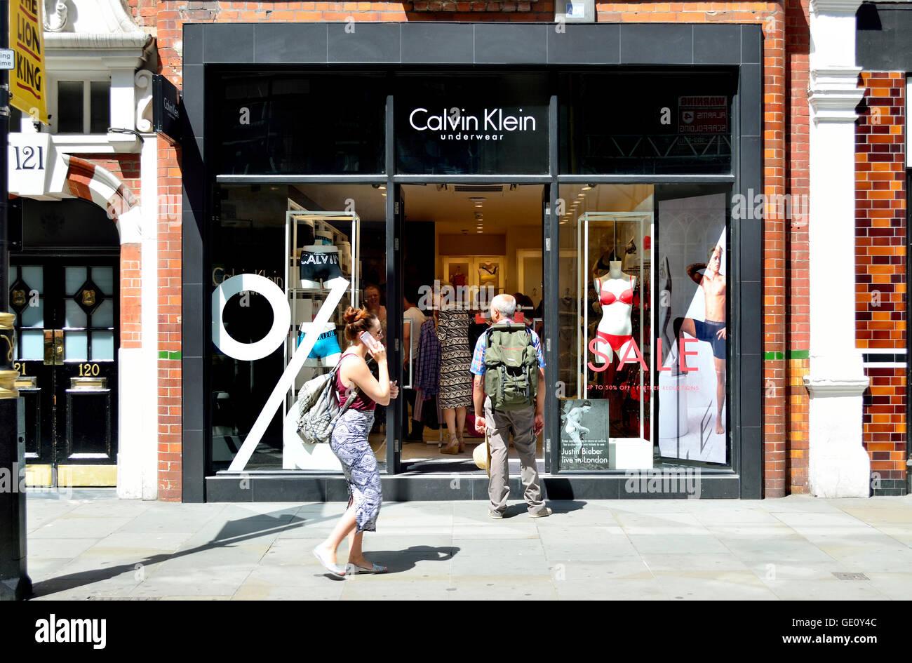 London, England, Vereinigtes Königreich. Calvin Klein Ladenfront Stockbild