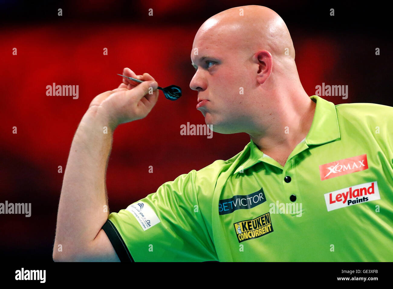 Empress Ballroom, Blackpool, UK. 23. Juli 2016. BetVictor World Matchplay Darts. Michael van Gerwen schießen Stockbild