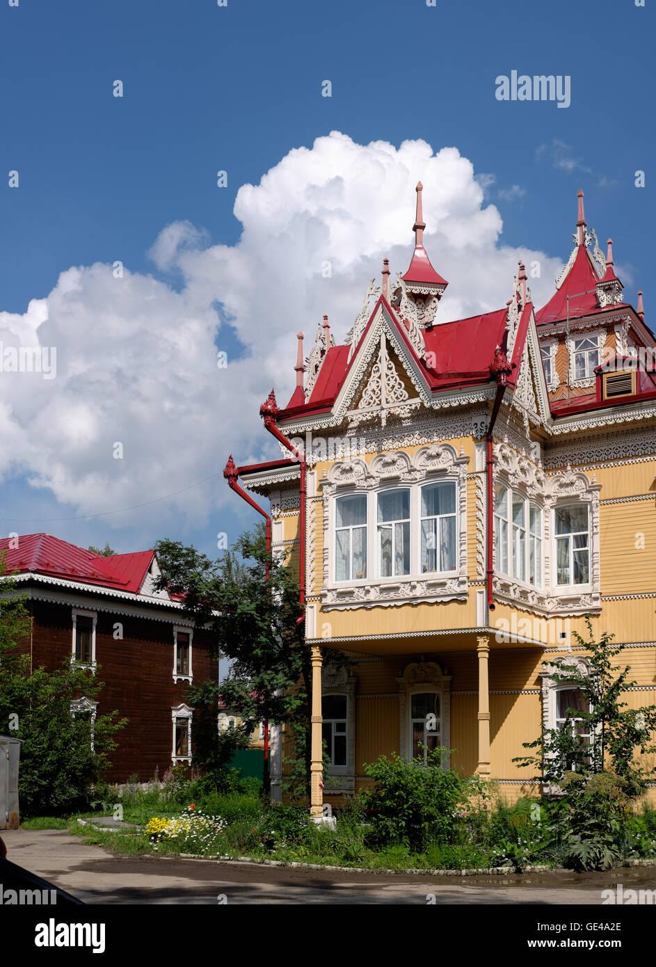Eines der schönsten Holzhäuser in Russland. Die Perle der ...