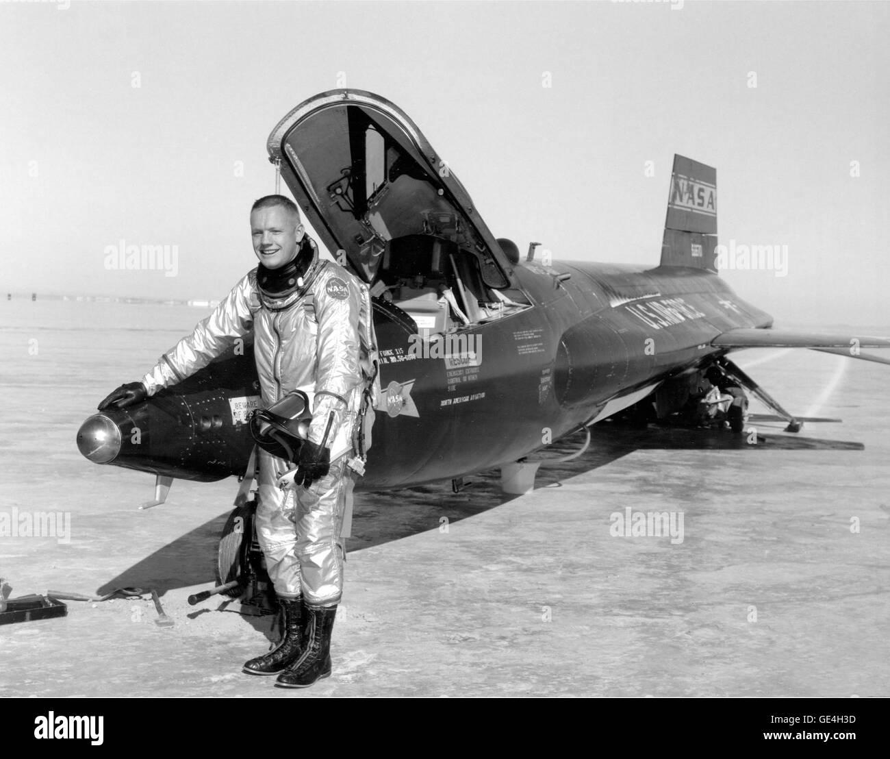 (30 November 1959) Dryden pilot Neil Armstrong ist hier neben dem x-15 Schiff 1 (56-6670) nach einem Flug Forschung Stockfoto