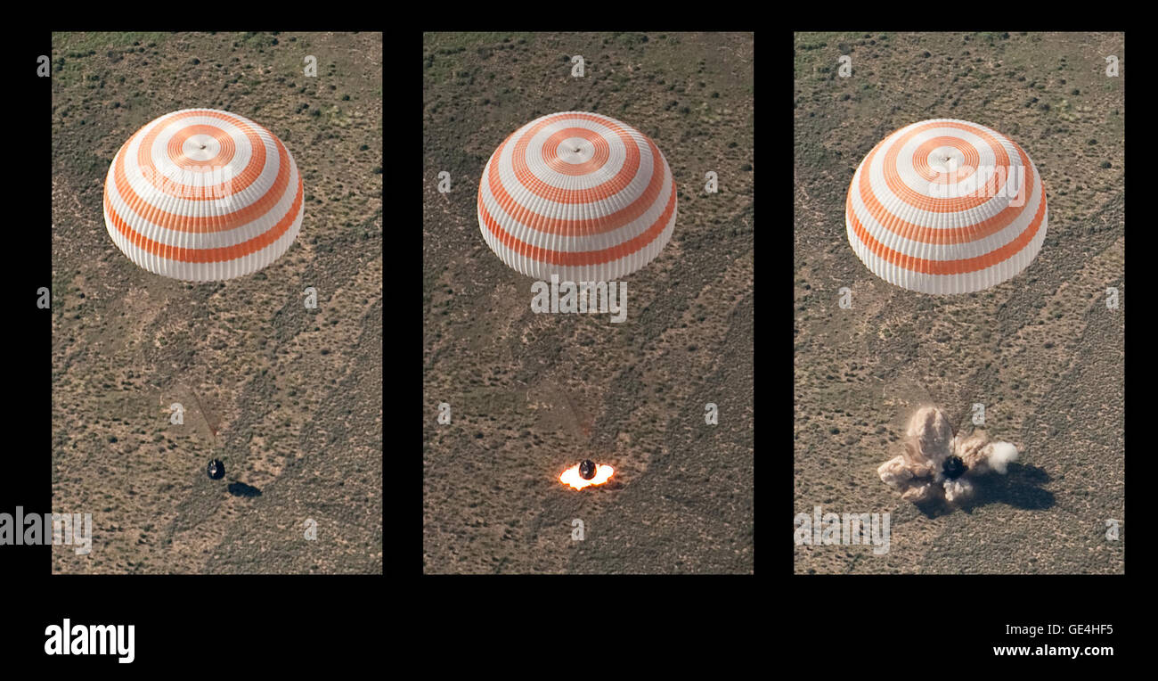 Diese Montage von drei Frames das Raumschiff Sojus TMA-17 zeigt, wie es mit Expedition 23 Commander Oleg Kotov landet Stockbild