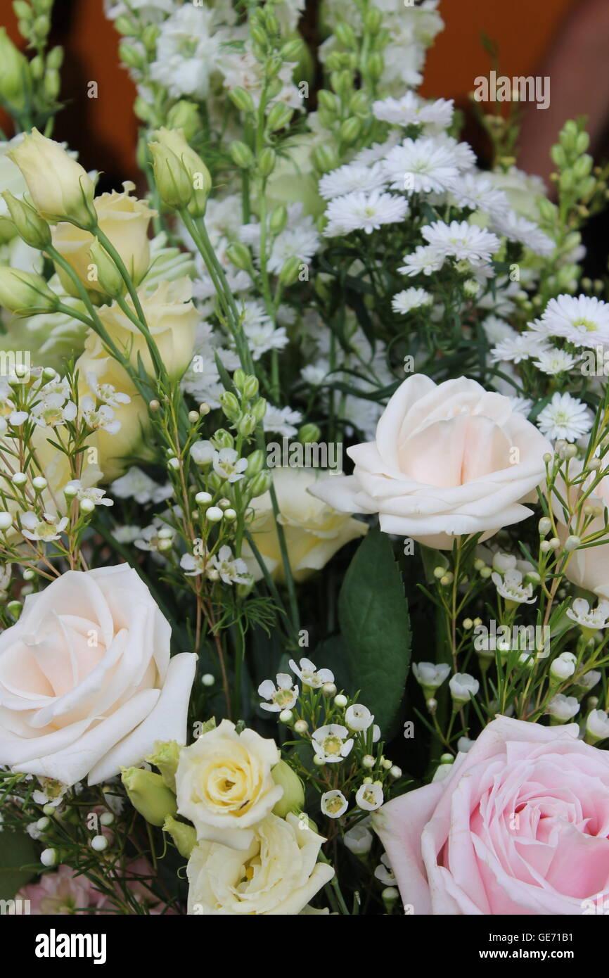 Hochzeit Blumenstrauss Sommerhochzeit Rosen Vintage Braut
