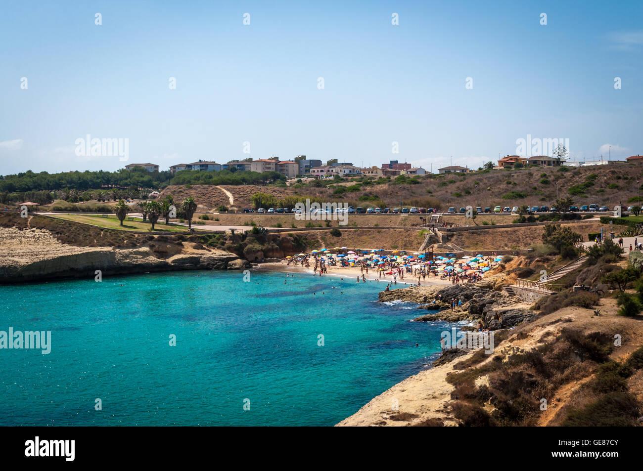 Landschaft der Strand von Balai, Sardinien, an einem sonnigen Tag des Sommers Stockbild