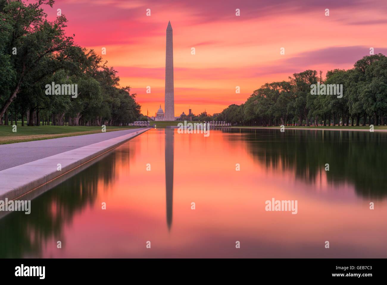 Washington Monument auf dem Reflecting Pool in Washington, DC. Stockbild