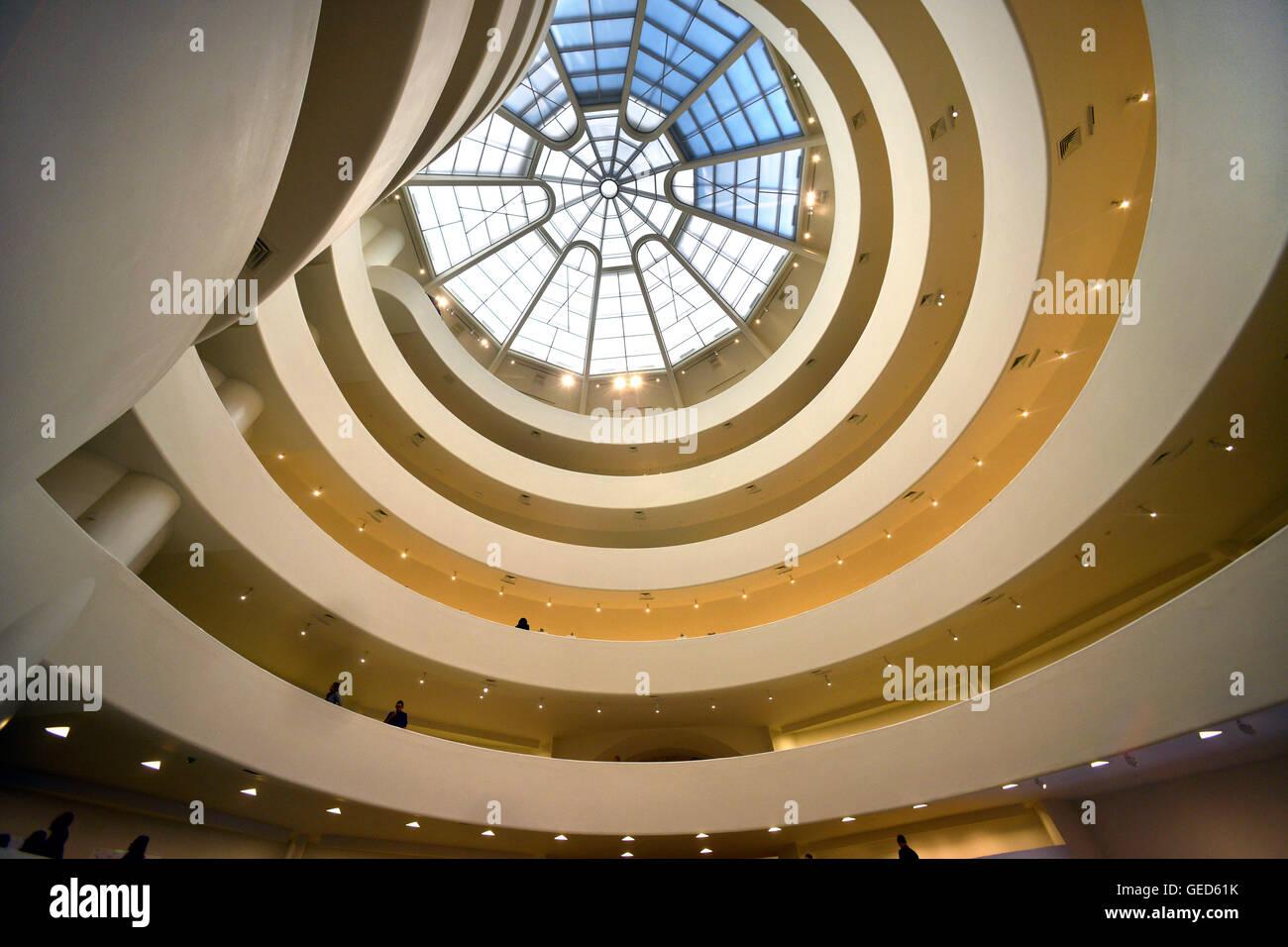 Innenraum des Guggenheim Museums, New York Stockbild