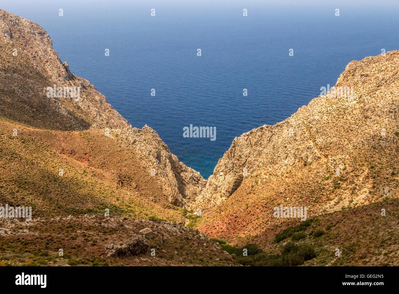 Wilde Felslandschaft auf Tilos Insel, Ägäis, Dodekanes, Griechenland. Stockbild