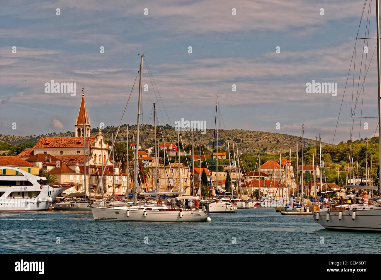 Cruising Yacht Liegeplatz in der Stadt Milna auf der Insel Brac in Kroatien. Stockbild
