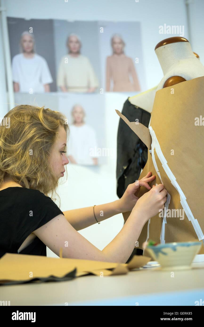 Posen, Polen, Student im Fachbereich Modedesign, Schule der form Stockfoto