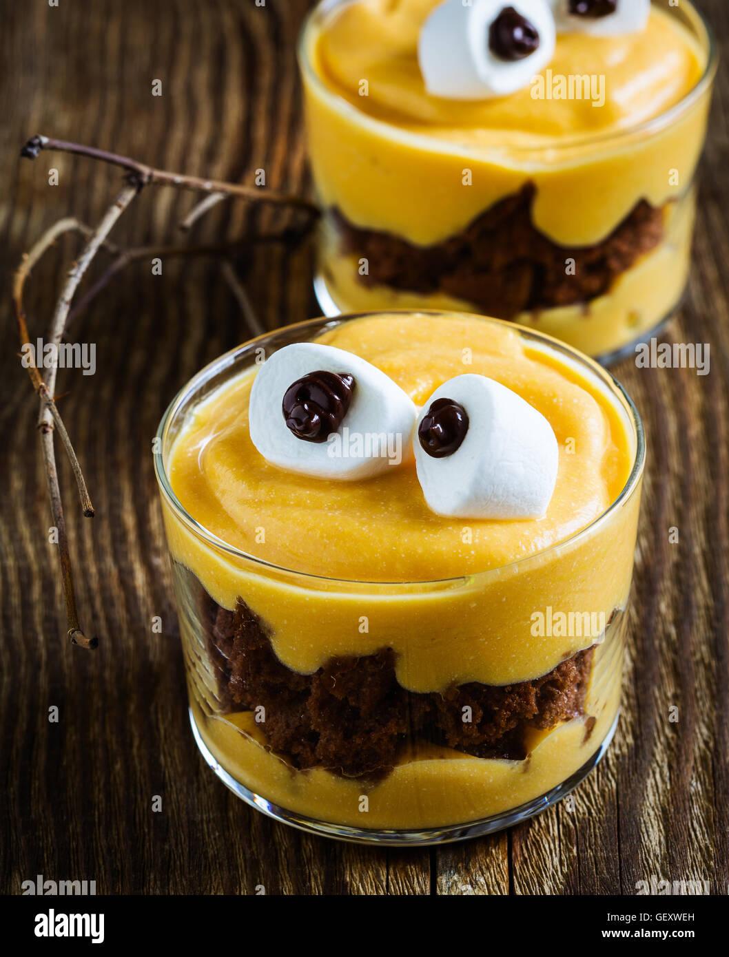 Halloween Leckereien Kleines Monster Dessert Mit Schokoladen