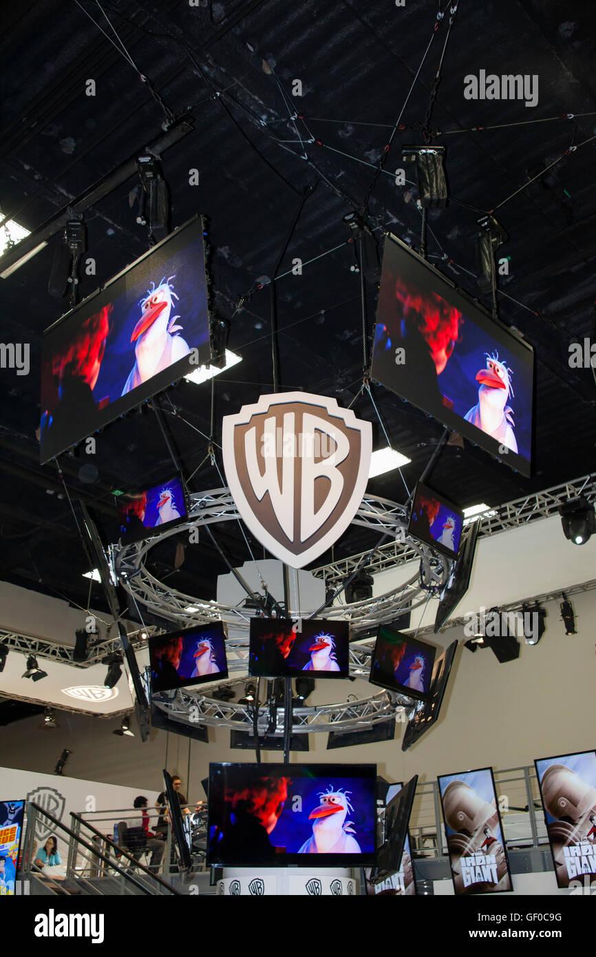 Das WB Fernsehen-Stand auf der San Diego Comic Con Juli 2016. Stockfoto