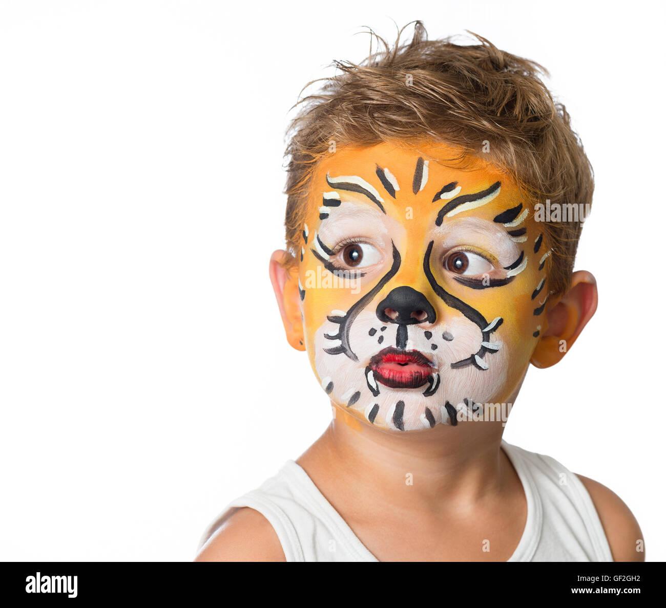 sch ne junge kind mit kinderschminken ein tiger oder ein. Black Bedroom Furniture Sets. Home Design Ideas