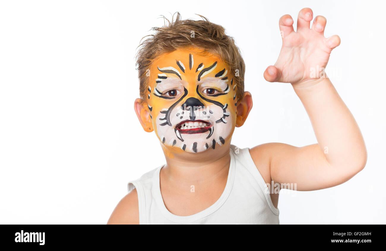 sch ne junge kind mit kinderschminken ein tiger oder ein l we stockfoto bild 112539073 alamy. Black Bedroom Furniture Sets. Home Design Ideas