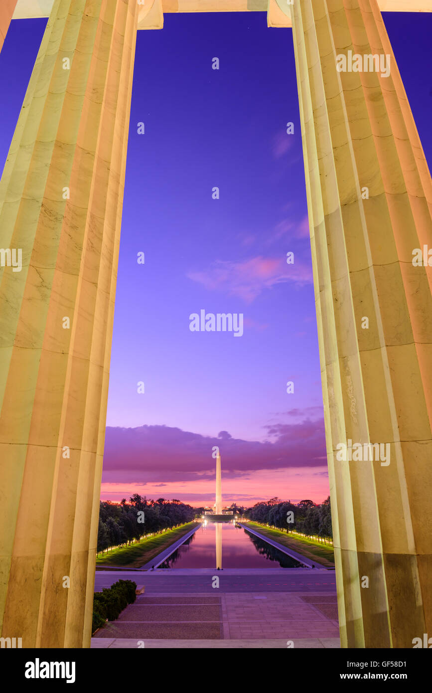 Washington DC am Reflecting Pool und Washington Monument betrachtet vom Lincoln Memorial. Stockbild