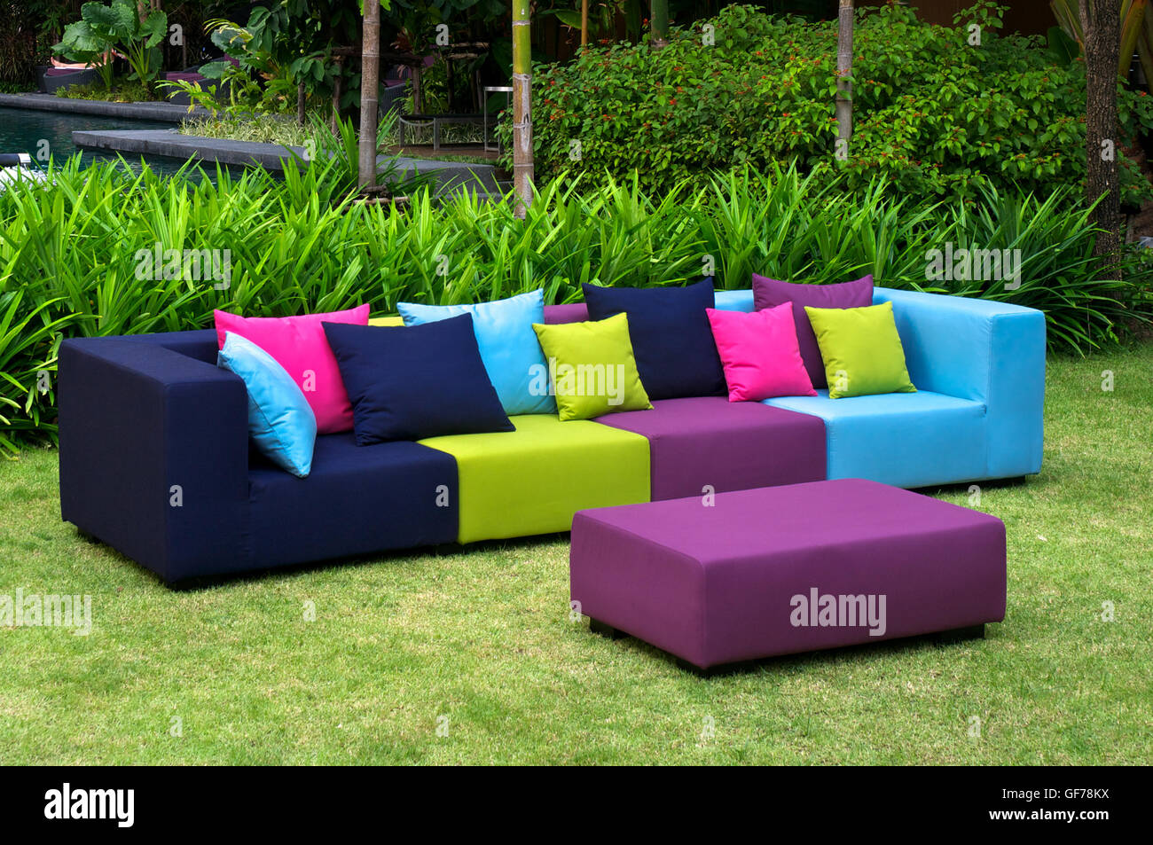 outdoor indoor sofa mit wasserdicht kissen stockfoto bild. Black Bedroom Furniture Sets. Home Design Ideas