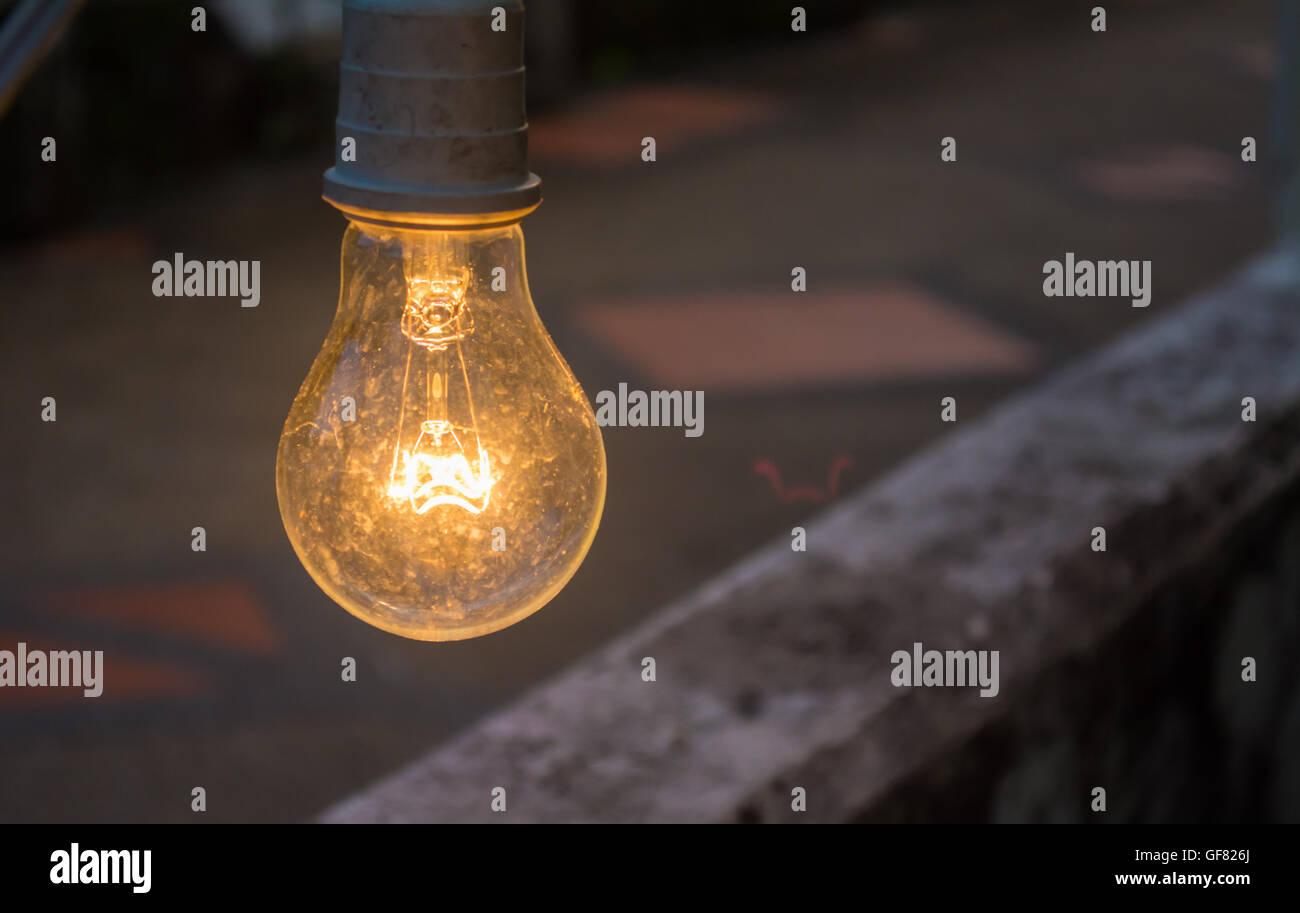Stil Leben der Lampe für die Dekoration im Garten mit Bokeh Hintergrund, Soft-Fokus auf lamp Stockbild