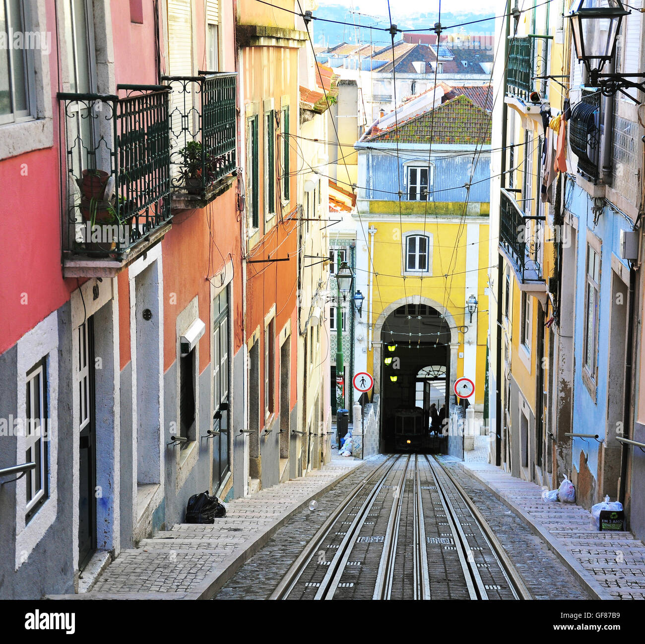 lisbon portugal december 28 view stockfotos lisbon portugal december 28 view bilder alamy. Black Bedroom Furniture Sets. Home Design Ideas