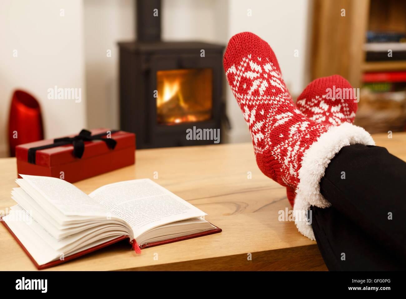 f e zum feuer stockfotos f e zum feuer bilder alamy. Black Bedroom Furniture Sets. Home Design Ideas
