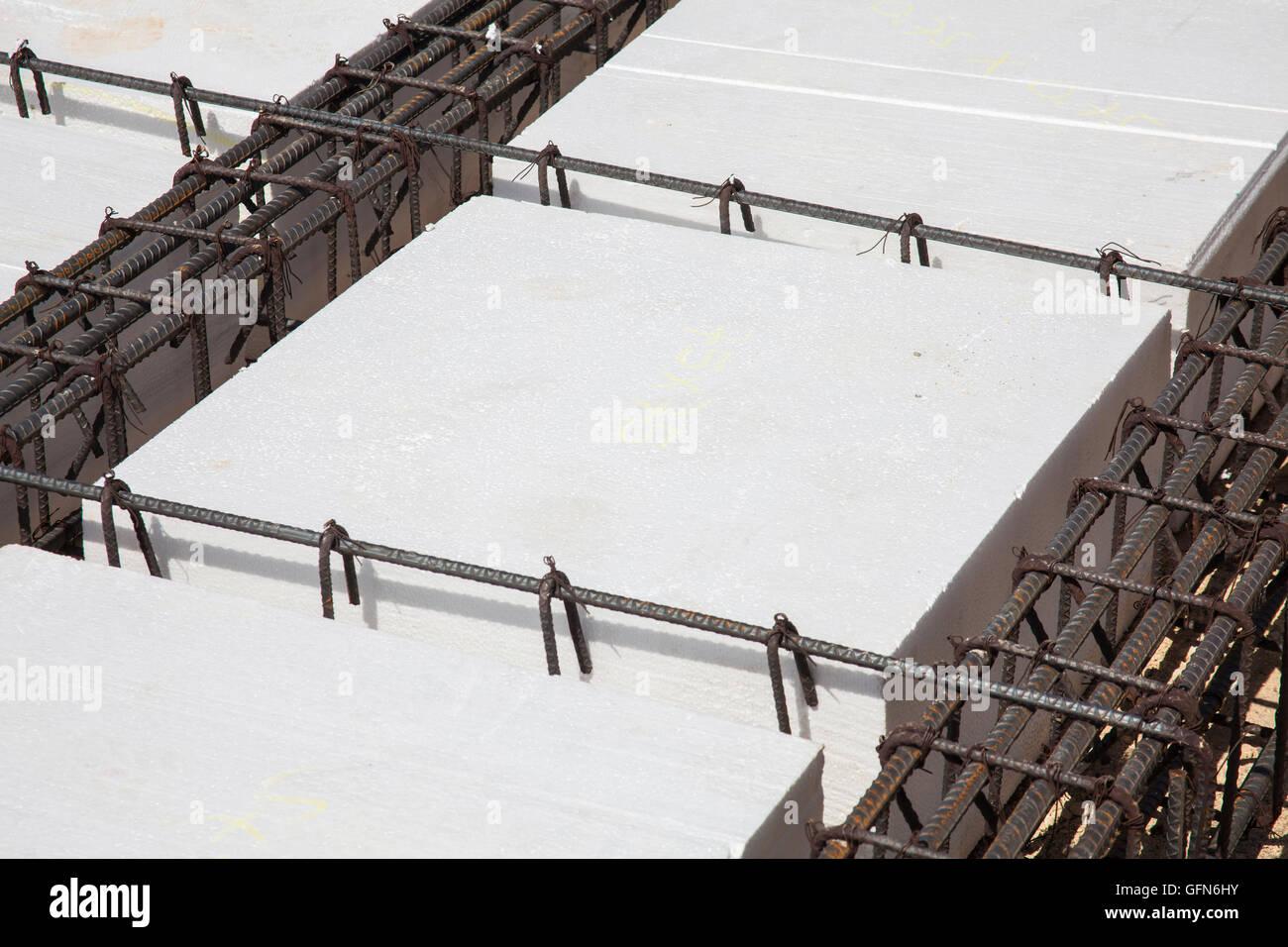 Eisen-Rahmen und Polyurethan, ein Fundament für ein Gebäude zu bauen ...