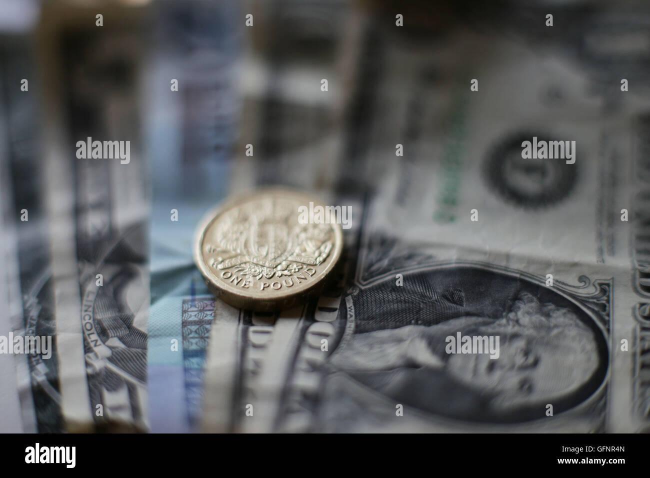 Eine Britische Ein Pfund Münze Und Usa 1 Dollar Scheine In London