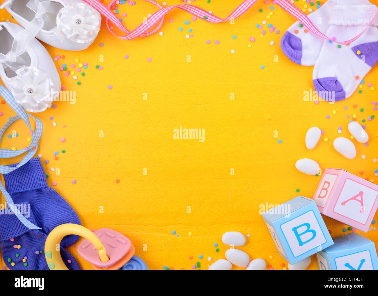 Baby-Dusche oder Kindergarten Hintergrund mit verzierten Rahmen auf ...